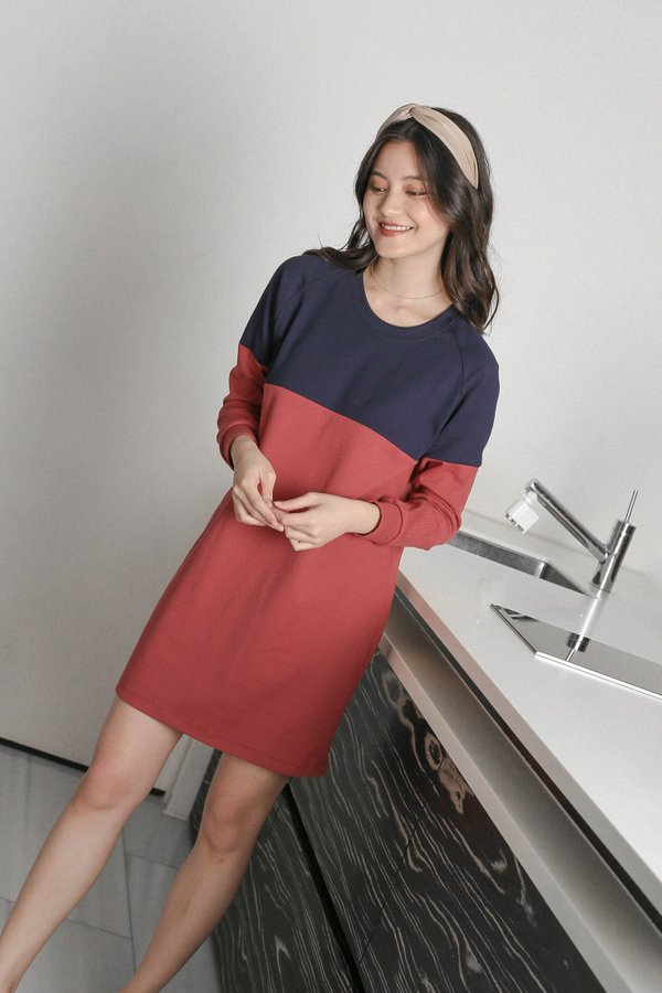PASTEL COLOURBLOCK SWEATER DRESS (NAVY/ BERRY)