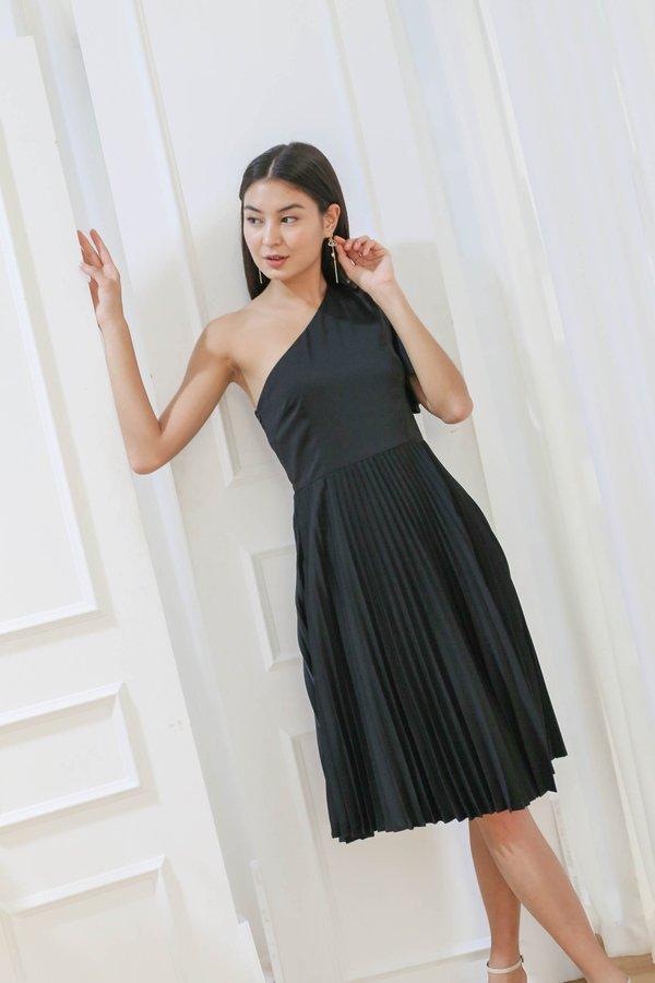 *TPZ* (PREMIUM) SELENE PLEATED TOGA DRESS IN BLACK