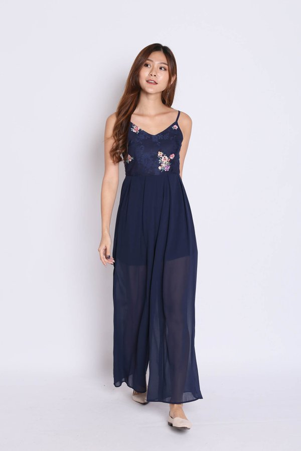 (PREMIUM) ODE EMBROIDERY JUMPSUIT IN NAVY