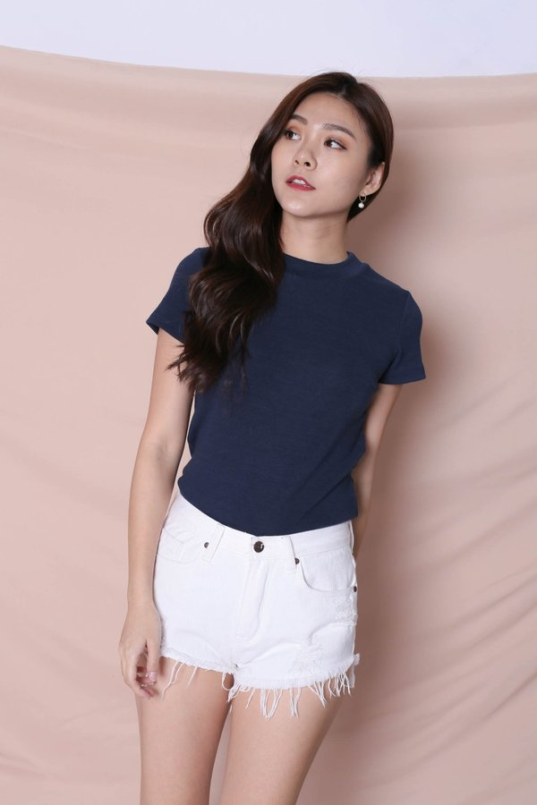 YOUR BASIC KNIT TOP IN NAVY