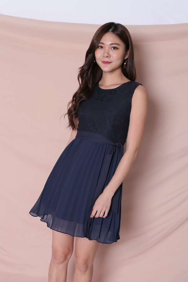 *TPZ* (PREMIUM) HYLLIS LACE PLEATED DRESS IN NAVY