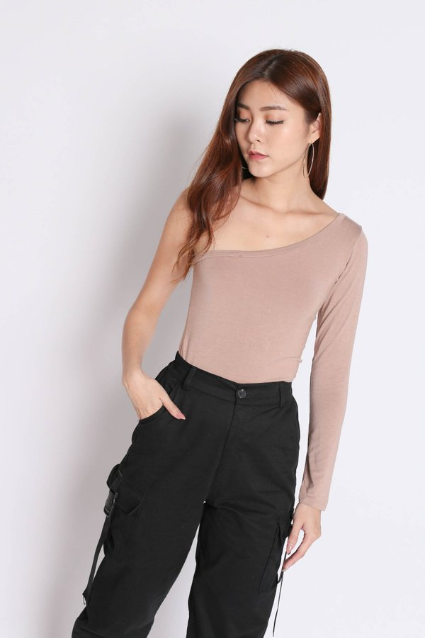 TOGA LONG SLEEVES TOP IN TAUPE