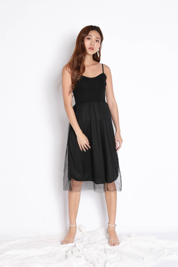 TAYVIA TULLE KNIT DRESS IN BLACK