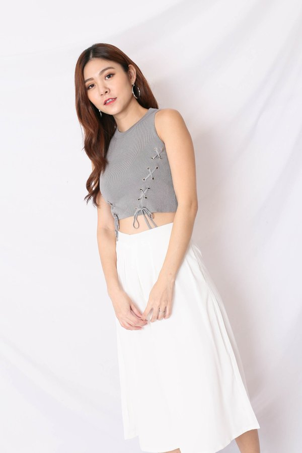 BACK STREET LACE KNIT TOP IN GREY