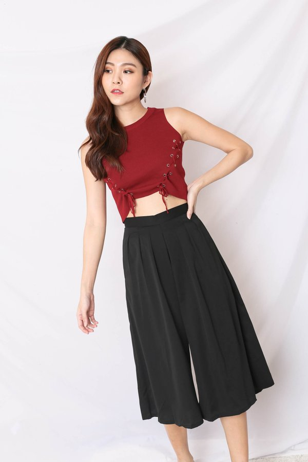 BACK STREET LACE KNIT TOP IN BURGUNDY