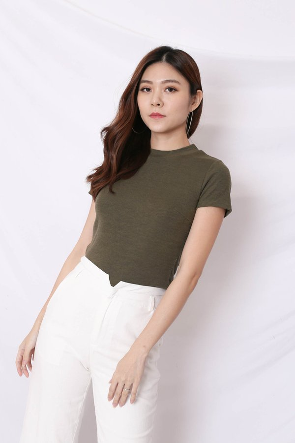 YOUR BASIC KNIT TOP IN OLIVE