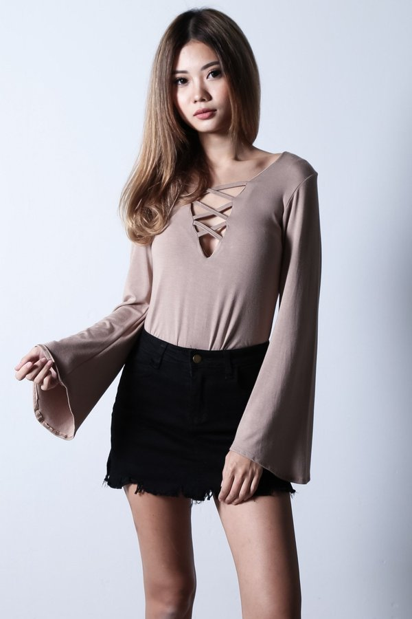 BREE BELL SLEEVES TOP IN TAUPE