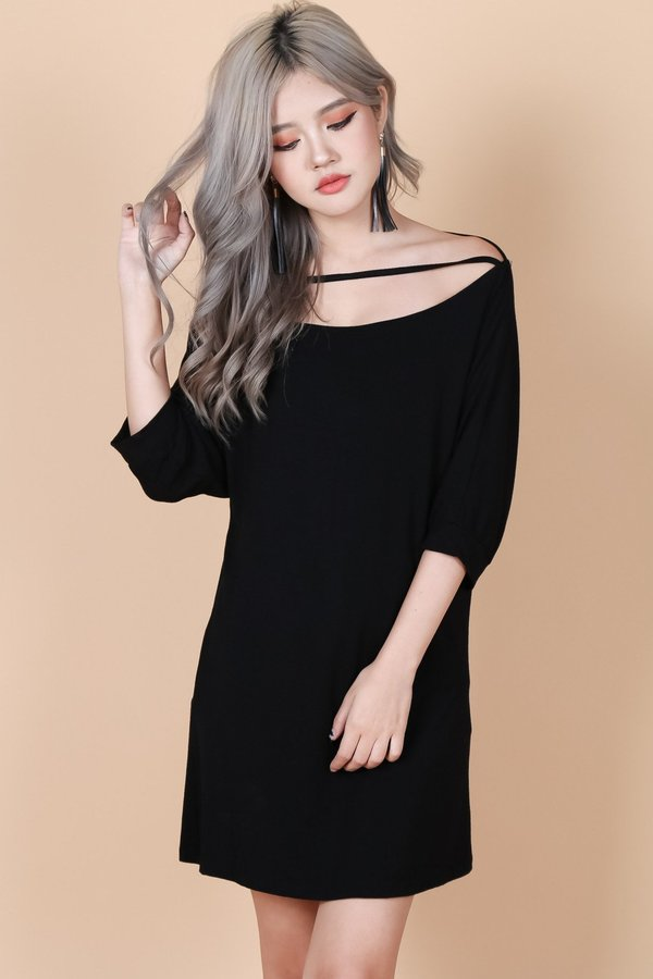 PULL THE STRING DRESS IN BLACK