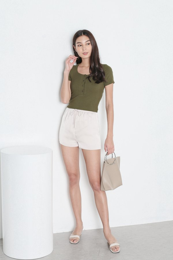 *TPZ* AVERY SATIN LOUNGE SHORTS IN IVORY CHAMPAGNE