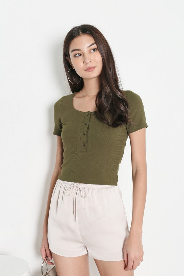 *TPZ* TAKE IT EASY RIBBED TOP IN OLIVE *WITH SCRUNCHIE*