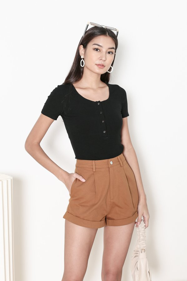 *TPZ* TAKE IT EASY RIBBED TOP IN BLACK *WITH SCRUNCHIE*